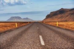 drogowe asfaltowe góry Piękno świat Iceland Zdjęcia Stock