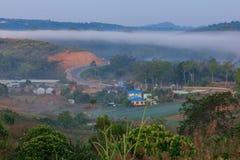 Drogowe góry i mgła przy Phetchabun zapewniają Obraz Royalty Free