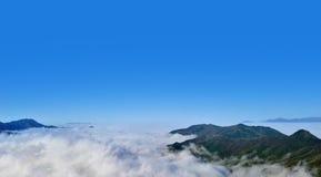 Drogowe i Śnieżne góry Obraz Stock