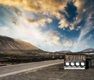 Drogowe i restauracyjne reklam beczki zbliżają góry Zdjęcie Royalty Free