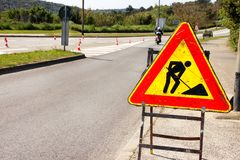 Drogowe pracy podpisują dla robot budowlany w miasto ulicie Drogowy w budowie ruchu drogowego znak Ruch drogowy, znaka ostrzegawc Zdjęcia Royalty Free