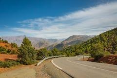 Drogowe wiodące atlant góry w Maroko Obraz Royalty Free