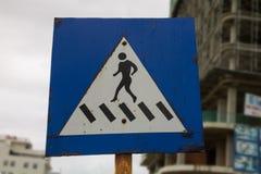 Drogowego znaka crosswalk Zdjęcia Stock