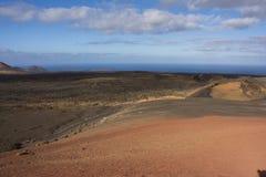 Drogowy cewienie swój sposób przez powulkanicznego krajobrazu timanfaya park narodowy Lanzarote fotografia stock