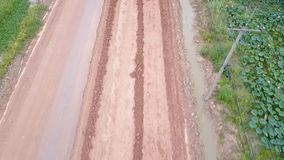 Drogowy ciągnik, rolownik na drogowym remontowym miejscu Budowy drogi wyposażenie zbiory wideo