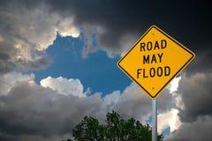 Drogowy Maj powodzi znak Przeciw burz chmurom i drzewu fotografia royalty free