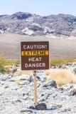 Drogowy podpisuje wewnątrz Śmiertelnego Dolinnego ostrzeżenie Zdjęcia Stock