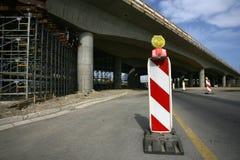 Drogowy podpisuje wewnątrz autostradę na odbudowie Obrazy Stock