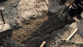Drogowy pracownik z łopatą zdjęcie wideo