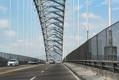 Drogowy ruch drogowy na moście Americas wejściowi Panama kanał w zachodzie Panama miasto Panama obrazy stock
