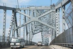 Drogowy ruch drogowy na moście Americas wejściowi Panama kanał w zachodzie Panama miasto Panama zdjęcie royalty free