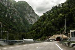 Drogowy tunel i lesiści wzgórza w Sochi Zdjęcia Stock