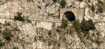 Drogowy tunel Przez góry zdjęcia royalty free