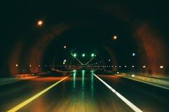 Drogowy tunel z światłem dalej obraz stock