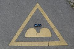 Drogowy znak, okulary przeciwsłoneczni Obraz Royalty Free