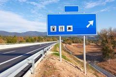 Drogowy znak wzdłuż autostrady Fotografia Stock