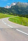 Drogowy zwrot w górach Fotografia Stock