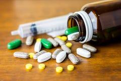Drogrecept för behandlingläkarbehandling Farmaceutisk medikament, bot i behållaren för hälsa Apotektema Fotografering för Bildbyråer