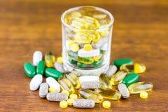 Drogrecept för behandlingläkarbehandling Farmaceutisk medikament, bot i behållaren för hälsa Apotektema Royaltyfri Bild