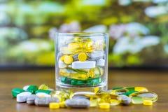 Drogrecept för behandlingläkarbehandling Farmaceutisk medikament, bot i behållaren för hälsa Apotektema Royaltyfri Fotografi