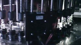 Drogue de contrôle de qualité Usine pharmaceutique Production pharmaceutique banque de vidéos