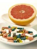Drogues et fruits, plan rapproché,   Images stock