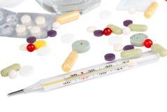 Drogues et thermomètre Photographie stock