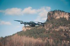 Drohnenfliegen lizenzfreie stockfotos