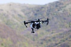 Drohnenfliegen Lizenzfreie Stockbilder