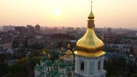 Drohnenfliegen um Heiliges Sophias Kathedrale, Kiew, Ukraine stock video footage