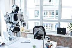 Droid wartet auf Angestellten Stockfotografie