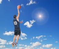 Droit trempez dans le ciel photo stock