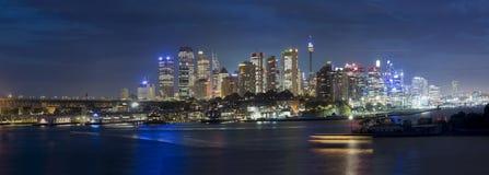 Droite de Wavert de nuit de ville de Sydney Image stock