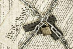 Droites de constitution et d'arme à feu d'Etats-Unis photos libres de droits