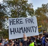 Droits de l'homme, ici pour l'humanité, Washington Square Park, NYC, NY, Etats-Unis Photographie stock libre de droits