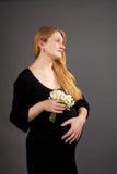Dromende jonge zwangere blonde stock foto