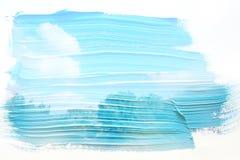 dromerig en abstract beeld van de blauwe hemel met witte wolken dubbel blootstellingseffect met de slagtextuur van de waterverfbo stock illustratie