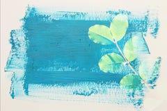 dromerig en abstract beeld van de groene bladeren dubbel blootstellingseffect met de slagtextuur van de waterverfborstel stock illustratie