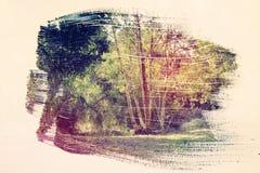 dromerig en abstract beeld van het bos dubbele blootstellingseffect met de slagtextuur van de waterverfborstel vector illustratie