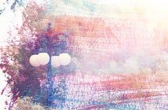 dromerig en abstract beeld van uitstekende straatlantaarn en witte bloemen dubbel blootstellingseffect met de slagtextuur van de  Stock Afbeelding