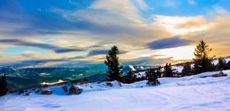 Dromerig zonsopganglandschap stock fotografie
