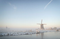Dromerige de winterochtend in Nederland Stock Foto