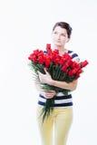 Dromerige vrouw met bloemen Stock Afbeelding