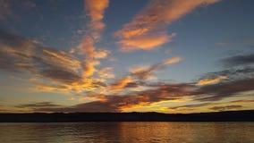 Dromerige zonsondergang over de rivier van Donau Royalty-vrije Stock Foto's