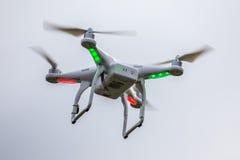 Dron летая свободно стоковое фото