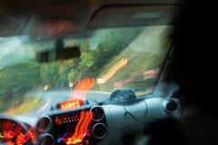 Dronken bestuurder, windende weg, gevaar royalty-vrije stock foto's