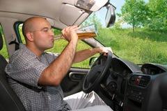 Dronken mens in bestuurders Stock Foto