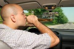 Dronken mens in bestuurders Stock Foto's
