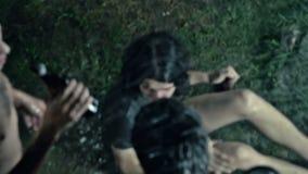 Dronken Mens in Modder het Drinken stock video