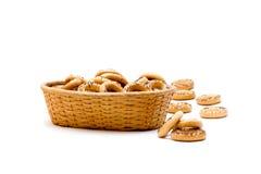 Droog brood-ring in een mand Stock Afbeelding